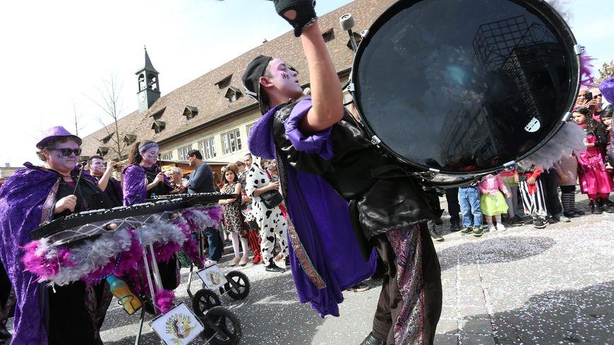 Une dizaine de troupes musicales défileront ce dimanche après-midi dans les rues de Montbéliard avec les douze chars du cortège.