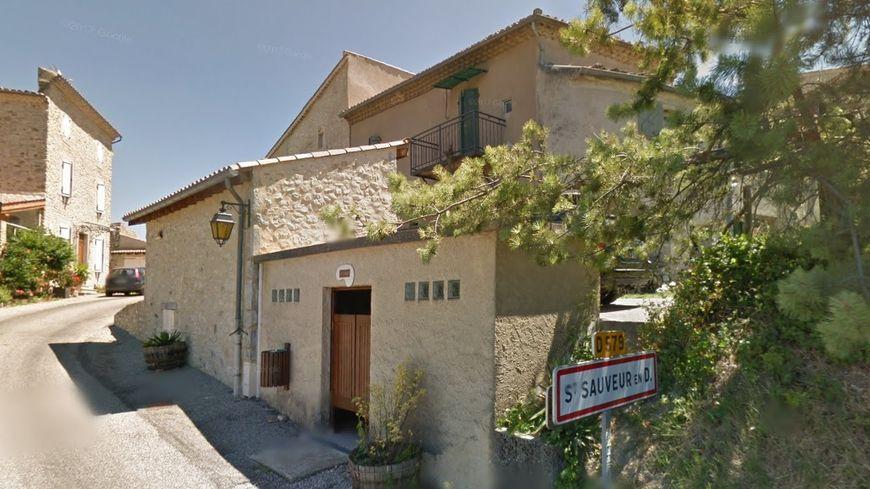 Entrée du village de Saint-Sauveur-en-Dois, dans la Drôme.