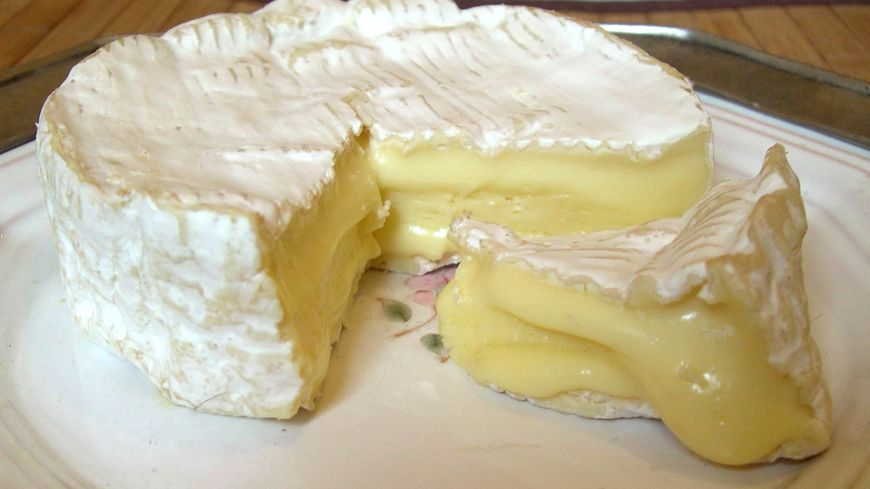"""""""Le vrai camembert de Normandie en danger : on en parle et on le déguste"""" : c'est l'invitation qu'avait lancée ce midi la sénatrice de l'Orne Nathalie Goulet"""