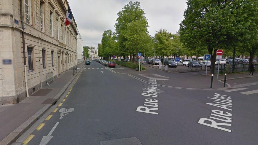 L'accident a eu lieu rue Saint Laurent devant la préfecture du Calvados le 25 mars 2019 vers 14h