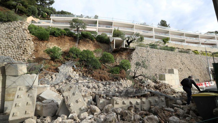 Glissement de terrain sur la moyenne corniche à Cap-d'Ail