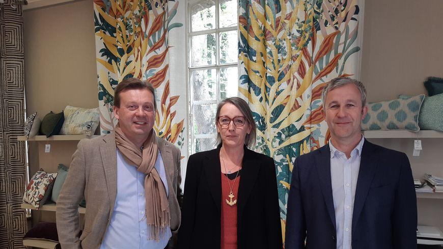 (De gauche à droite) Jérôme Couasnon le PDG, Clotilde Boutrolle directrice de collection et Raphaël Denis co-dirigeant des Toiles de Mayenne