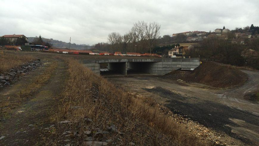 La tranchée couverte en chantier ou s'était produite  en amont le glissement