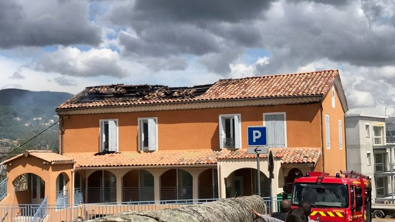 Le toit de la mosquée de Privas a été en partie détruit.