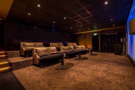 La salle de cinéma du Marignan Champs-Elysées