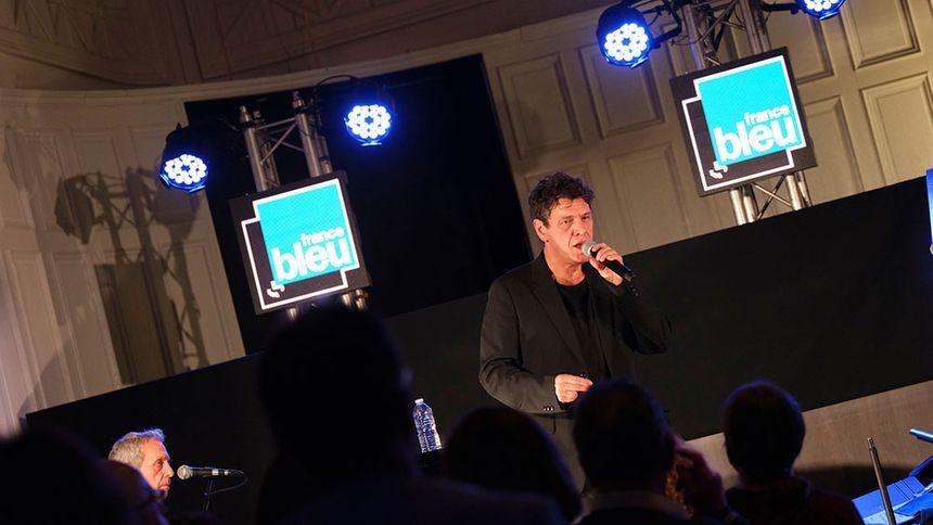 Marc Lavoine au cours de son France Bleu Live Acoustic à Nantes