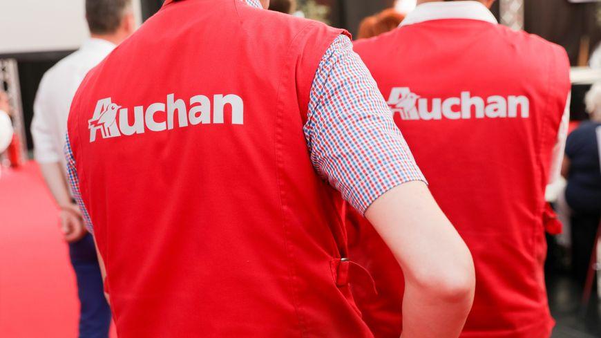 Deux magasins Auchan vont être vendus dans le département.