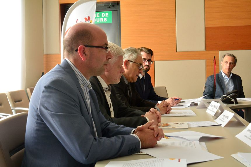 Gregory Carmona, Moventis, François Niggli, Charles, Demouge et Damien Charlet pour PMA présentent le nouveau réseau