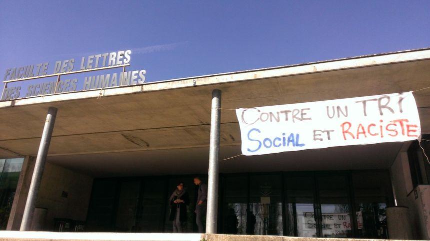 """Des étudiants de la fac de lettres de Limoges s'insurgent contre ce qu'ils qualifient de """"tri social et raciste"""""""