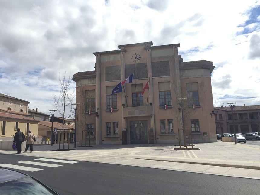 Le parvis de la mairie de Trèbes a été totalement rénové après les inondations d'octobre 2018