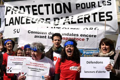 Manifestation en faveur de la protection des lanceurs d'alerte devant le tribunal du Luxembourg où était jugé, en 2016, Antoine Deltour, à l'origine du scandale dit « LuxLeaks ».