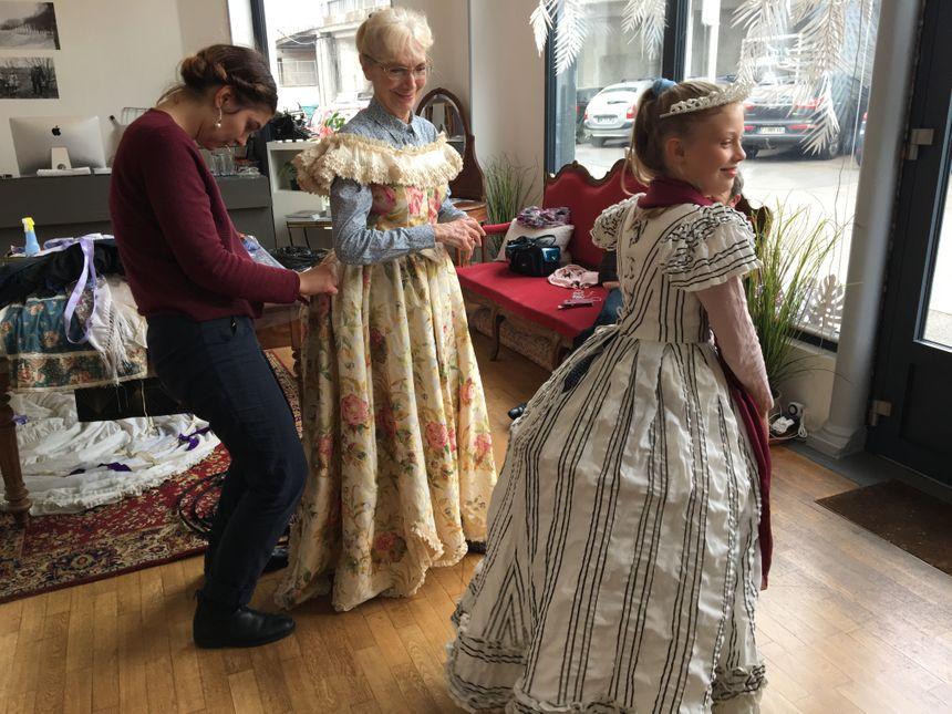 L'atelier de l'Hanneton fabrique et loue des costumes toute l'année.