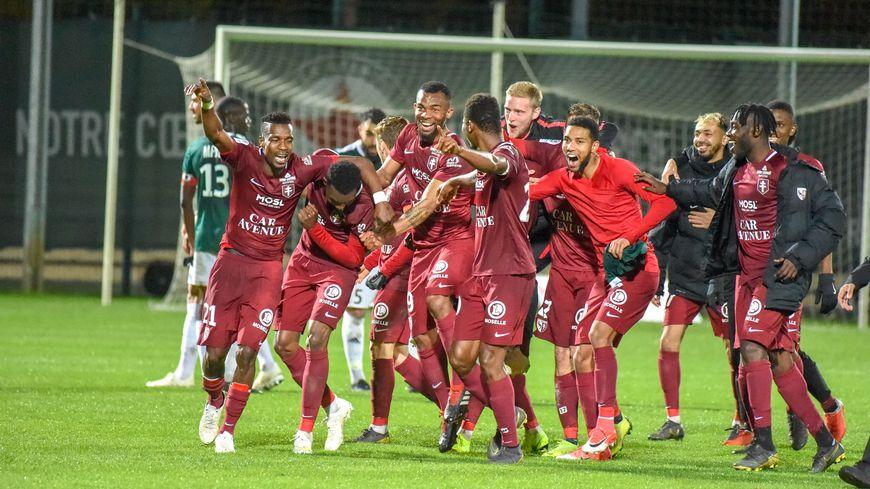 La joie du FC Metz après sa victoire, synonyme de remontée en Ligue 1, face au Red Star