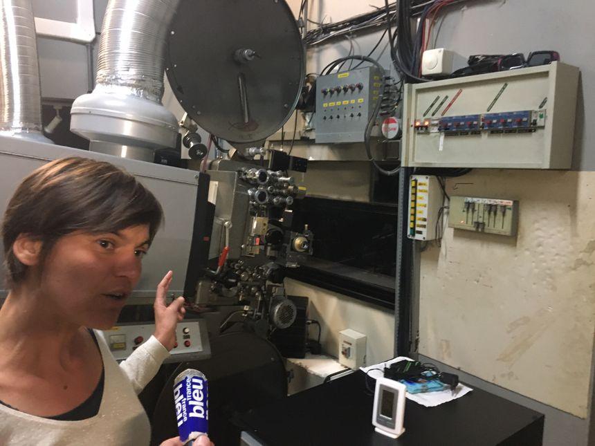 Amélie Lefoulon dans la salle de projection de l'Alhambra (Marseille, Saint-Henri) - Radio France