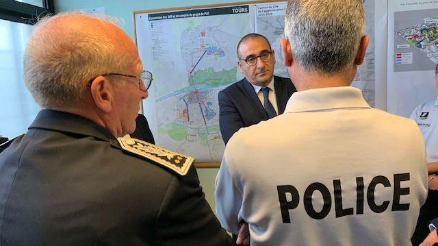le secrétaire d'Etat auprès du ministre de l'intérieur s'est rendu ce jeudi dans les quartiers de la Rabière, du Sanitas et de la Rabaterie