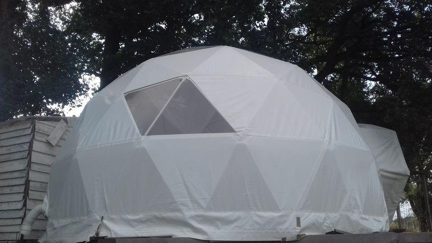 """Le dôme """"Bulle d'Aire"""" : hébergement insolite souhaité par les gérants du camping d'Aire"""