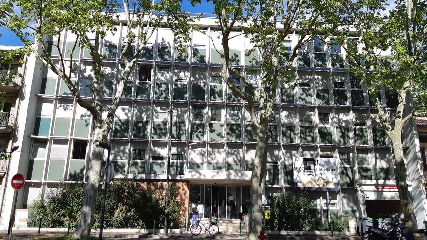 Le squat de la place Henri Russel à Toulouse compte 300 personnes.