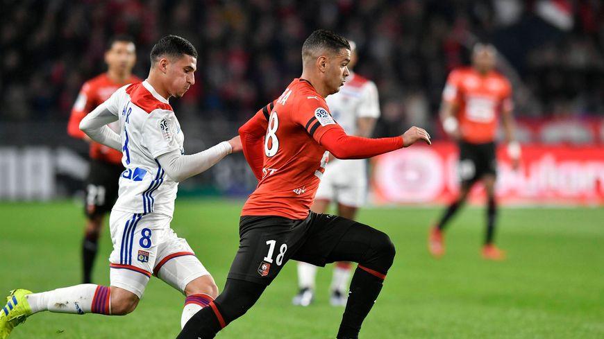 Le Stade Rennais (ici Hatem Ben Arfa) face aux Lyonnais (ici Houssem Aouar) le 29 mars 2019.