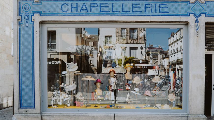 La Chapellerie Brun, Place du Grand Marché à Tours