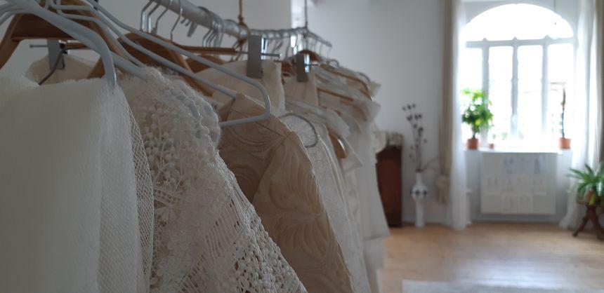 Des robes de mariée faîtes principalement à la main et sur-mesure