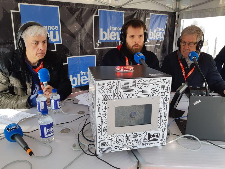 Pascal Sergent, historien de Paris-Roubaix,  Vincent Schneider,  animateur à France Bleu Picardie et Henri-Paul Fin, ancien coureur cycliste