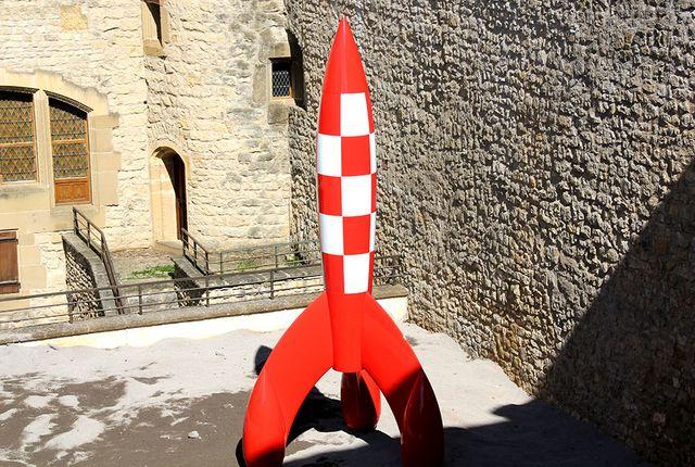 Réplique de la fusée de Tintin dans la cour du Château de Malbrouck