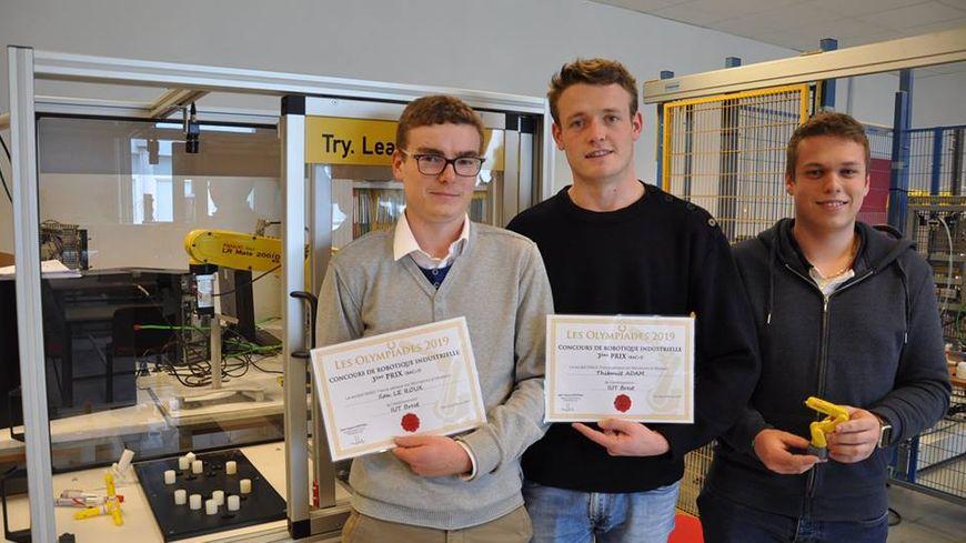 Ilan, Thibault et Clément de l'IUT Brest-Morlaix, 3e des Olympiades de la robotique