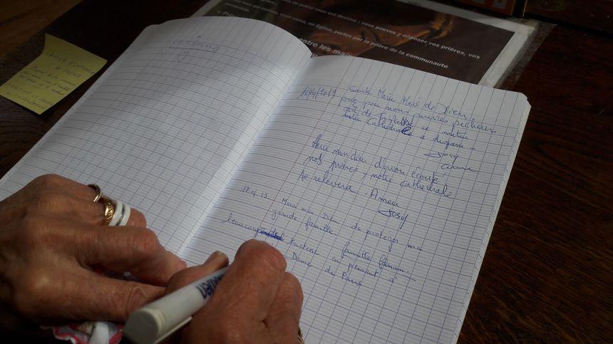 Mardi matin, les belfortains pouvaient écrire un message sur le registre habituel de prières mis à la disposition des paroissiens.