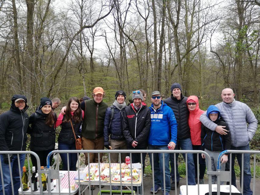 Groupe de touristes américains venus pique niquer à la trouée d'Arenberg
