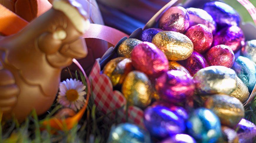 Quelle est l'origine de la tradition des œufs de Pâques ? Et que viennent faire cloches et lapins dans cette histoire ?