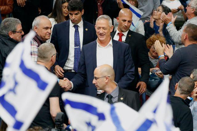"""Benny Gantz et sa liste Bleu Blanc (Kakhol Lavan) regroupe plusieurs personnalités autour d'un programme libéral de centre droit. Il mène le principal front anti-""""Bibi""""."""