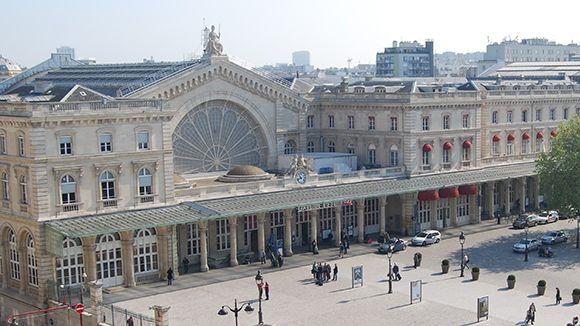 """""""Vive le train"""" dans les gares d'Ile-de-France."""