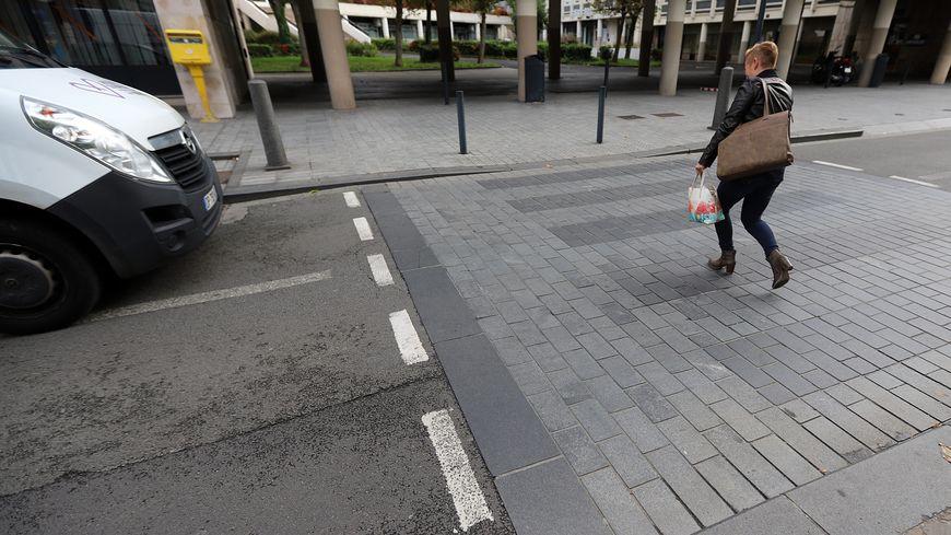 """La """"ligne d'effet"""" peut être mise en place autour des passages piétons à la demande des collectivités locales."""