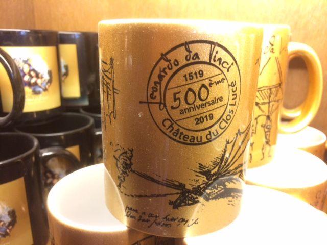 Le mug du 500ème anniversaire est l'un des produits les plus vendus en boutique