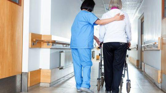 En Mayenne, une enquête révèle que plus de 70% des salariés des EHPAD souffrent de leurs conditions de travail. photo d'illustration