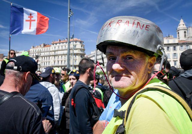 """Manifestants lors de l'acte XXIV des """"gilets jaunes"""" à Marseille"""