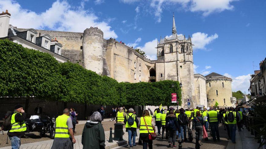 200 gilets jaunes ont manifesté ce samedi à Amboise, à cinq jours de la venue d'Emmanuel Macron dans la ville.