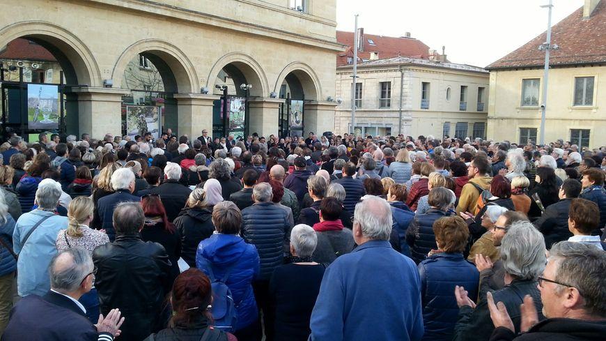 Pontarlier rend hommage à Jeanine Dessay après son assassinat
