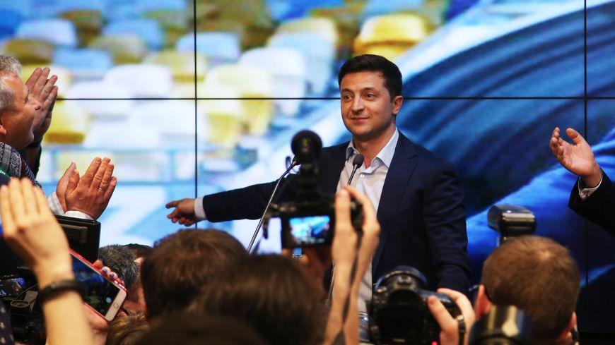 Volodymyr Zelensky célèbre sa victoire à l'élection présidentielle ukrainienne, le 21 avril 2019.