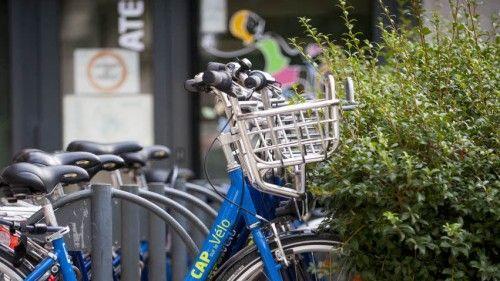 le vélo à assistance électrique très prisé dans les rues pentues de Poitiers