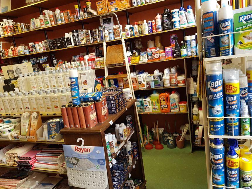 La partie droguerie de la boutique St Martial avenue Georges Dumas à Limoges.