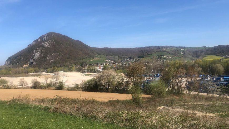 REPORTAGE : mobilisation des habitants de Poisy et d'Epagny contre un projet de centrale à bitume.