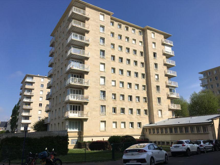 Cet immeuble sur l'Avenue du 6 juin est typique des édifices (re)construits après la guerre