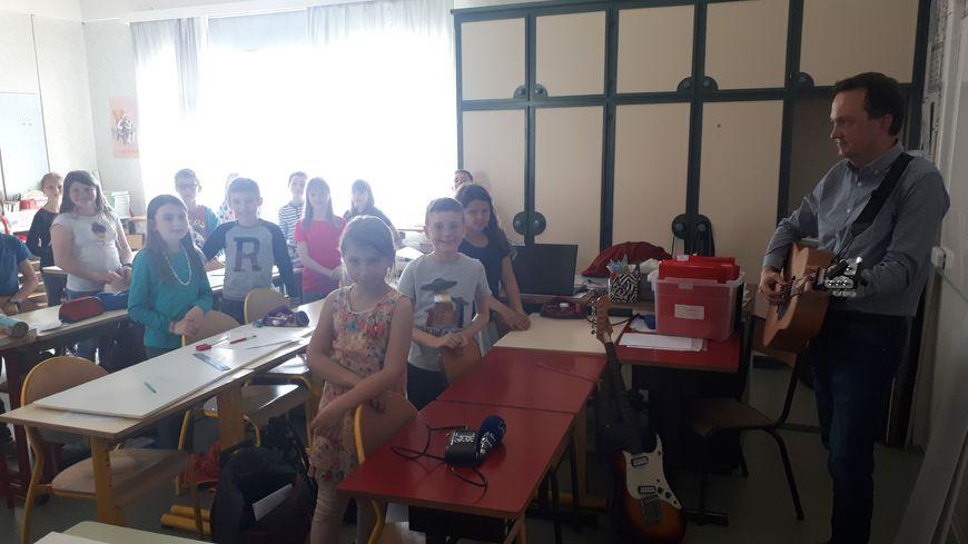 Les élèves de CM1/CM2 de l'école de  Stetten avec leur instituteur.
