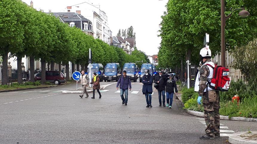 Les gendarmes mobiles tiennent le quartier de l'Orangerie