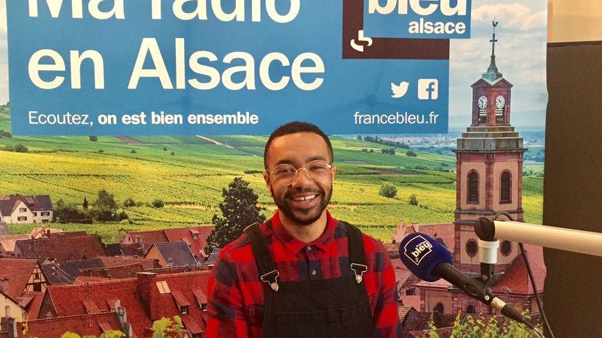 Valentin Yomba dans les locaux de France Bleu Alsace avant l'épreuve des K.O. dans The Voice