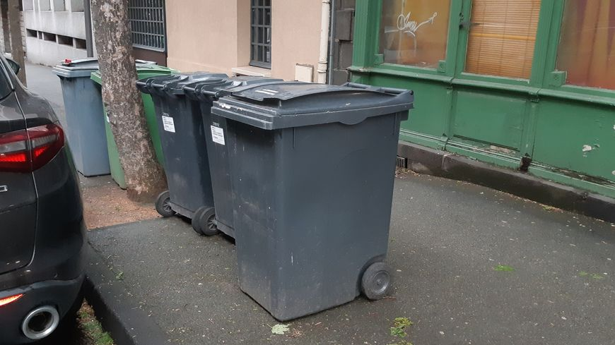 Le corps du nourrisson a été découvert dans une de ces poubelles de l'avenue Albert-et-Elisabeth