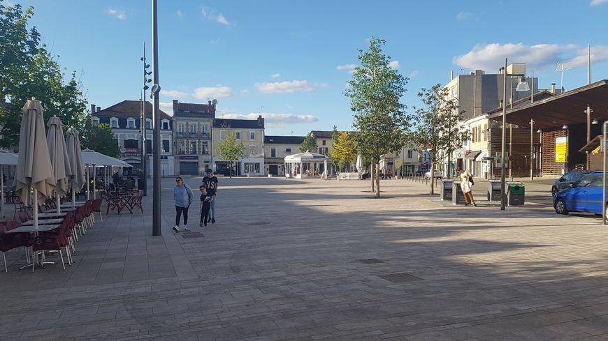 Le marché des arènes, le mardi à Mont-de-Marsan, pourrait être déplacé en centre-ville, place Saint-Roch.