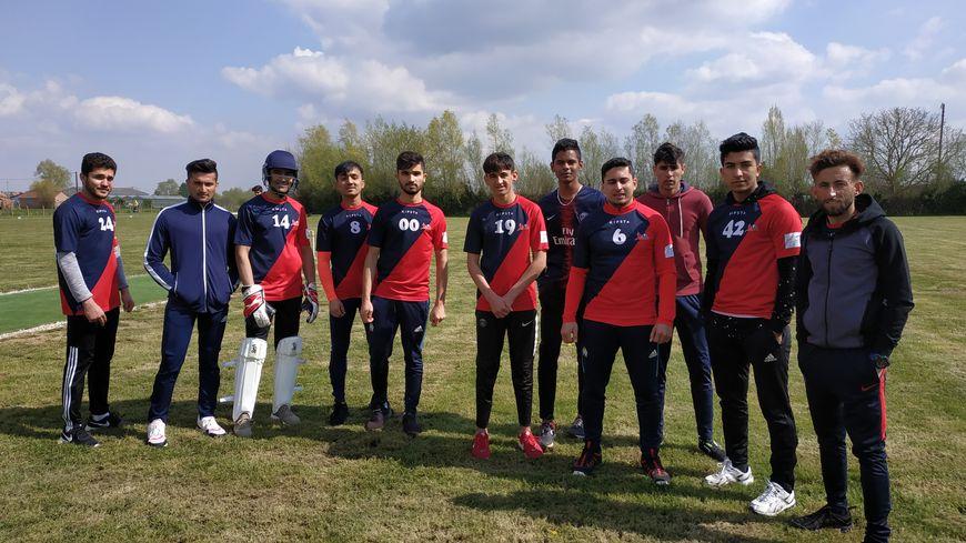 Ils ont fui leur pays en guerre et tentent de se faire une place en France en partageant leur passion pour le cricket