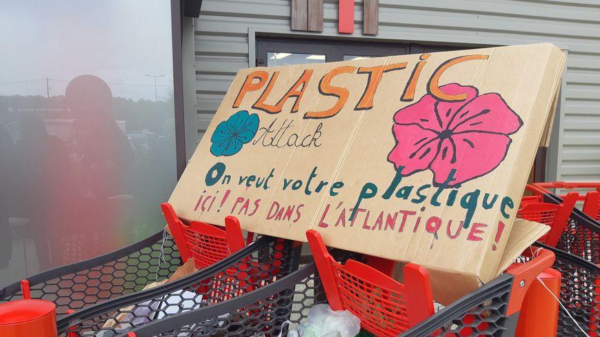"""Caddies de la """"Plastic Attack"""" au Pêchereau"""